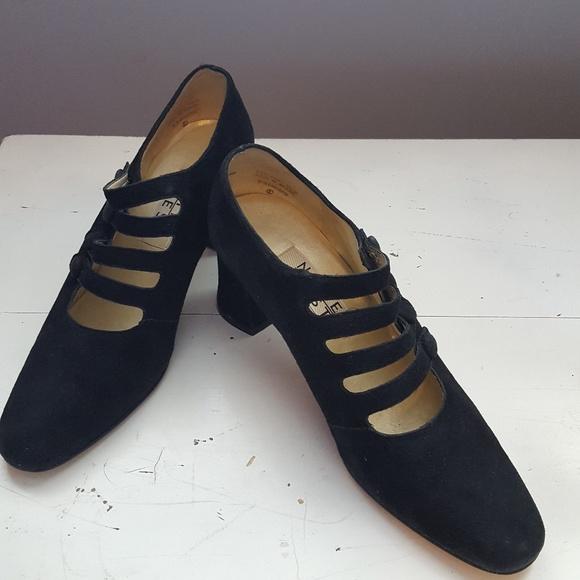 1842d69ad5 Vintage Nine West Suede Chunky Heeled Shoes. M_5b09a5698af1c59077bf5fe5
